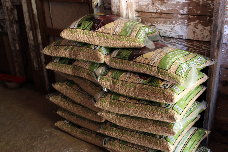 Bagged Pine Sawdust ~ Chicken coop bedding using pelleted shavings make it